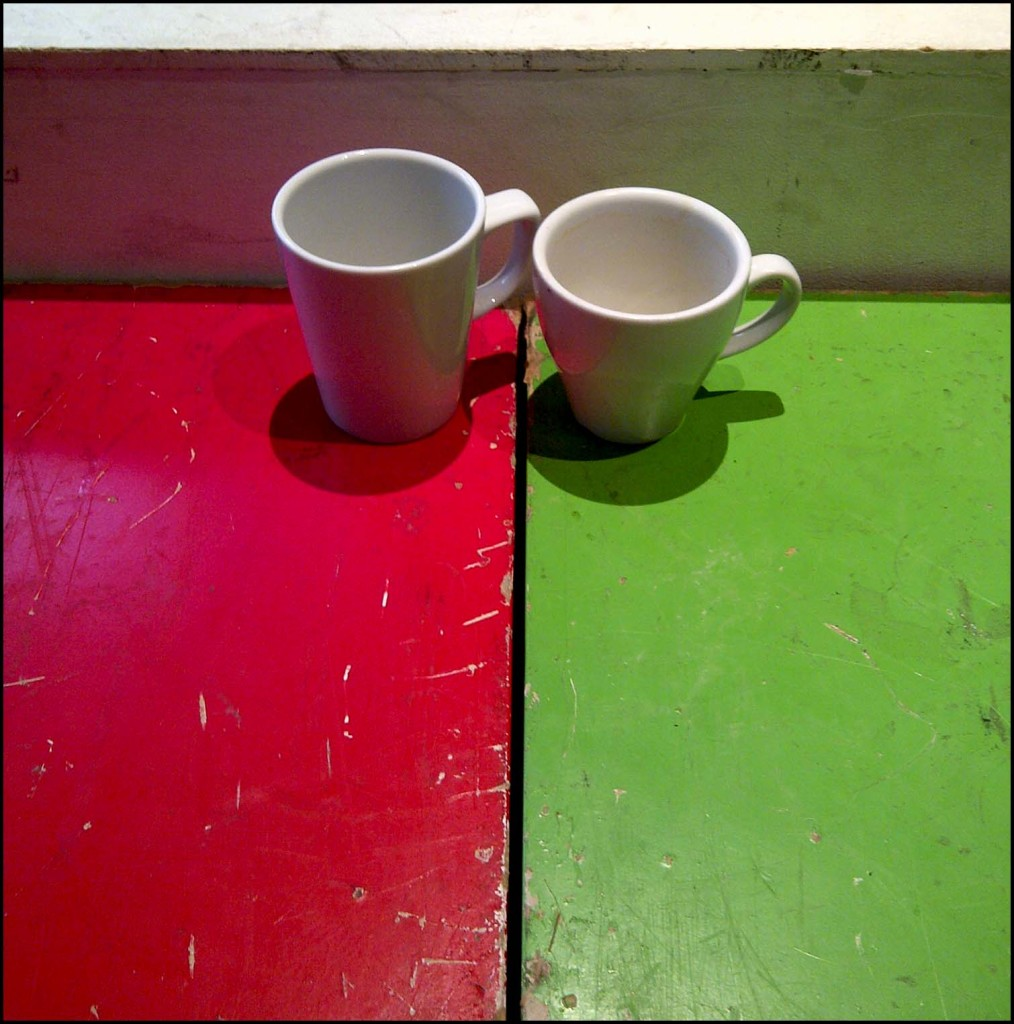 2 lonely tea cups